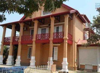 Maison style traditionnelle de standing, centre ville