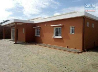 Jolie villa basse neuve F5, Ambohibao