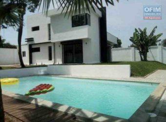 Villa neuve F5 avec piscine, Ambohibao