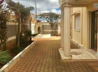 Villa de standing F5 avec piscine, Antanandrano