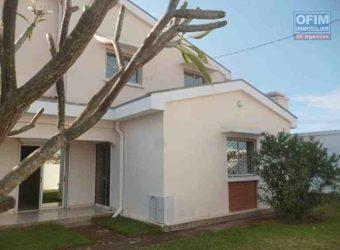 Villa à étage F4 dans une résidence sécurisée, Ambohibao