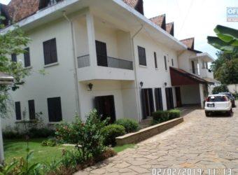 Splendide villa à étage, Mahatony